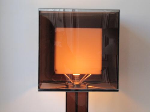 Grande lampe de table en Plexiglas fumé